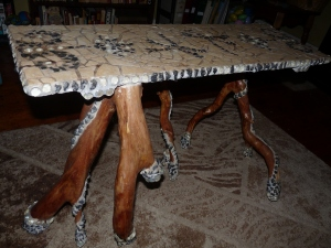 Greta's table with five legs.